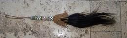 Art Africain Ancien Chasse Mouche Ethnique En Cuir Tressé - African Art