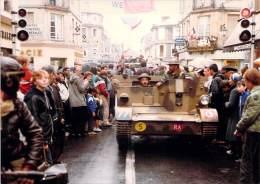 PHOTO MILITARIA (1980's) CHENILLETTE - Réunion Véhicules Militaires Meeting Military Vehicule (17.7 X 12.6 Cm) - War, Military