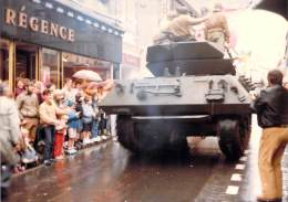 PHOTO MILITARIA (1980's) TANK USA Dans Un Défilé - Réunion Véhicules Militaires Meeting Military Vehicule  (17.7 X 12.6 - Krieg, Militär