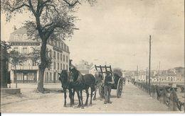 29   CONCARNEAU -    L' ARRIVEE  - LE QUAI  D 'AIGUILLON - GRAND HOTEL - Concarneau