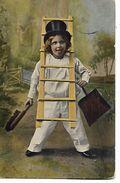 Petit Fils  ,échelle Par Cou, Porte  Brosse  &  Pelle & Fait Une Grimace - Scènes & Paysages