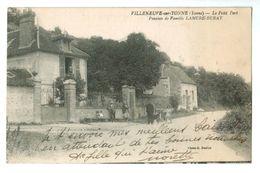 15359  CPA  VILLENEUVE SUR YONNE  , Hameau LE PETIT PORT  ( Rare !! ) Pension De Famille Lamure - Burat     ACHAT DIRECT - Villeneuve-sur-Yonne