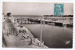 LE  CROISIC--1952---Le Port (petite Animation) --- Timbres--cachet--..... à Saisir - Le Croisic
