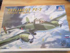 Kit314 Maquette Plastique à Monter - échelle 1/72e - ZVEZDA ITALERI PETLYAKOV PE-2 , Complète , Avec Décals Et Notice , - Airplanes