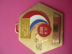 Médaille / Union Des Audax Français / Cyclisme / 200 Km/Bronze Doré/ Vers 1980               SPO175 - Cyclisme