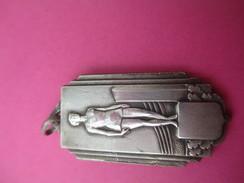 Médaille De Sport/ Femme Antique Sur Podium/ Bronze Nickelé/ Vers 1930 - 1950             SPO179 - Deportes