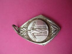 Médaille De Sport/ Homme Nu  Sur Podium/ Bronze Nickelé/ Vers 1930 - 1950             SPO180 - Sports