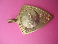 Médaille De Sport/ Natation / Nageurs En Mer/ Bronze Doré/ Vers 1930 - 1950             SPO181 - Swimming