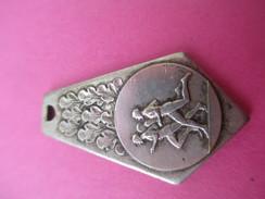 Médaille De Sport /Athlétisme/ Course à Pied /Bronze Nickelé/ Vers 1930-1950    SPO191 - Athlétisme
