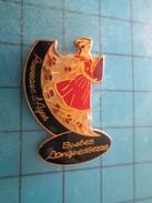 Pin211C Pin´s Pins / Beau Et Rare : ALIMENTATION / PRUNEAUX D'AGEN BARBES DONGUESSERRE Grand Pin's - Food