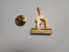 Beau Pin's En Zamac , Gymnastique B.C.S , Bois Colombes , Gym , Pin Up - Ginnastica