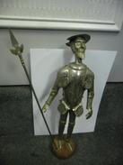 STATUE Figurine ANCIENNE Hidalgo DON QUICHOTTE (CERVANTES) En Armure Métal étain Sculpté Travail Fin Orfèvrerie Orfèvre - Tins