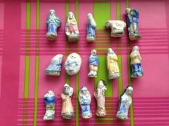 15 Feves Série Creche Santon Marie Jesus Joseph Rois Mages Mouton Et Villageois - Santons