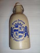 BOUTEILLE  DE BIERE EN GRES  GRAND JOSEF   SIGNER  . MKM. - Beer