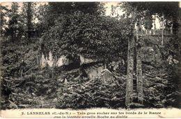 CPA N°3827 - LANRELAS - TRES GROS ROCHER SUR LES BORDS DE LA RANCE QUE LA LEGENDE APPELLE ROCHE AU DIABLE - France