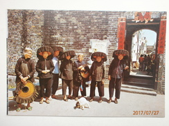 Postcard Hong Kong Village Women Outside Kathing Walled City My Ref B21686 - China (Hong Kong)