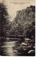 89 Avallon N°15 Le Pont Des Gardes Route De Pontaubert édit H. Couron Animée Hommes Sous Le Pont - Avallon