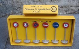 Panneaux De Signalisation De Ville - Autres Collections