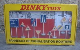 Panneaux De Signalisation Routière - Autres Collections