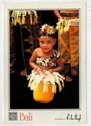 MAXI  CARD   BALI    BAMBINA  DEL  LUOGO   IN COSTUME  TRADIZIONALE    2  SCAN   (VIAGGIATA) - Indonesia