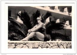 Portugal - Estoril - Photo Originale - Femme En Maillot De Bain - 1956 - Format 9.2 X 6.5 Cm - Lieux