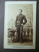 Fotografia Antica Uniformologia Corpo Intero Ufficiale Sciabola Berretto Grillet - Fotografia
