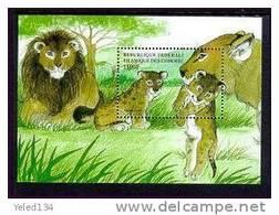 COMORES   865  MINT NEVER HINGED SOUVENIR SHEET OF ANIMALS ; LEONS  ( - Postzegels