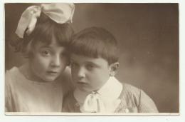 BAMBINI PRIMO PIANO 1920  - FOTO ARTISTICA CENTO FERRARA TIMBRO RETRO SU CARTA UBERMOR NV FP - Fotografia