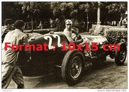 Reproduction Photographie Du Pilote De Course Tazio Nuvolari Dans Son Alfa Romeo Au Grand Prix De Montenero De 1937 - Repro's