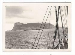 LE FORT DE GIBRALTAR / Vue Du Rocher Prise Du Paquebot CAP TOURANE , Passant En Rade D' ALGECIRAS ( En Avril 1934 ) - Gibraltar