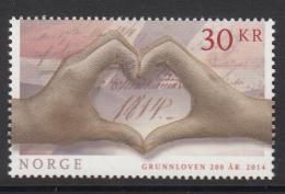 Norway 2014 30k Hands Forming Heart, Constitution- Norwegian Constitution 200 Years - Histoire