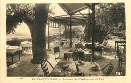 """/ CPA FRANCE 11 """"La Franqui Plage, Terrasses De L'établissement Du Parc"""" - Autres Communes"""