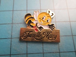 Sp08 Pin's Pins / GUEPE ABEILLE FAMILLE MANY MARY ? ;   Belle Qualité !!!   Marquage Au Dos : --- - Animaux