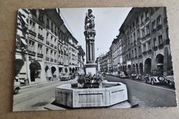 BERNE - La Fontaine De Samson - Voitures Des Années 1950 - BE Berne