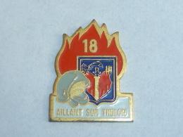 Pin's SAPEURS POMPIERS D AILLANT SUR THOLON - Pompiers