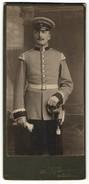 Fotografie M. Johannsen, Oldenburg I/Gr, Portrait Unteroffizier In Uniform Mit Schwalbennestern - Anonyme Personen