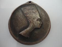 EGYPTE - REINE. SPHINX ET PYRAMIDE - Royaux / De Noblesse