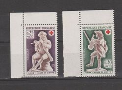 FRANCE / 1967 / Y&T N° 1540/1541 ** : Croix-Rouge Ivoire De Dieppe (2 Valeurs) De Carnet X 1 En Coin Sup G - France