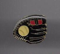 PINS GANT ET BALLE DE BASEBALL / Base Dorée / 33NAT - Baseball