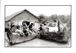 CAMBODGE LES HOMMES BARQUES EMBARCATION  FEVRIER 2002 PHOTO PRISE ENVIRONS DE SIEM REAP PHOTOGRAPHE NOONC EDIT. CART'COM - Cambodia