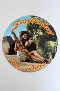 CPM 1983 Ronde Seychelles Jeune Fille Coco Fesse Coco De Mer Fruits Mâle Et Femelle - Seychelles