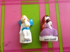 2 Fèves Mates Et Brillantes La Creche Saint Joseph Et L'angelot - Santons
