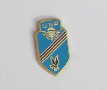 1 Pin's PARACHUTISTE - UNP Signé PICHARD - Militari