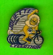 PIN'S, ÉPINGLETTES - CLUB LIONS JOLIETTE, QUÉBEC - CYCLOTHON - LION EN BICYCLE - - Associations