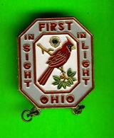 PIN'S, ÉPINGLETTES - CLUB LIONS DE OHIO - FIRST IN SIGHT & LIGHT - CARDINAL BIRD - - Associations