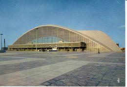 PUTEAUX: Le Palais Du CNIT (lot De 2 Cartes) - Puteaux