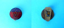 VASAS SC Budapest - Hungary Football Soccer Club Vintage Enamel Buttonhole Pin Badge Fussball Anstecknadel Distintivo - Football