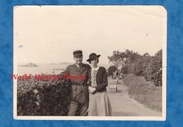 Photo Ancienne Snapshot - DINARD - Officier & Sa Femme - Mars 1940 - Voir Uniforme - Krieg, Militär