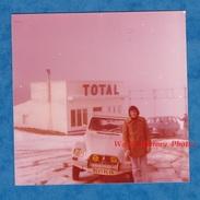 Photo Ancienne Snapshot - à Situer ( Hautes Alpes ) - Station Essence TOTAL - Belle Automobile CITROEN - Cars