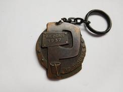 Porte Clés , Ville De Bezons 1937 Ad Augusta , Reilly 1962 - Schlüsselanhänger
